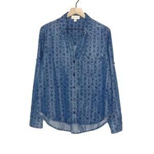 Cloth & Stone Arrow Print Chambray Button Up | D80